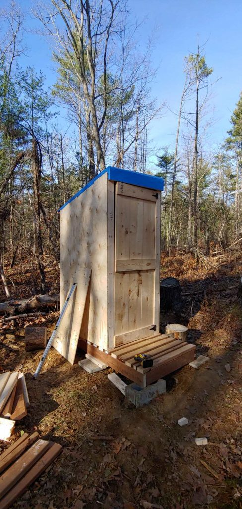 how to build a simple outhouse